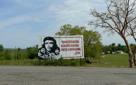View of billboard featuring Che Guevara images and quote